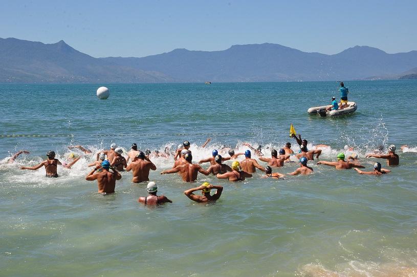 Praia da Cocanha, em Caraguatatuba, recebe Aquaman neste domingo (16/09)