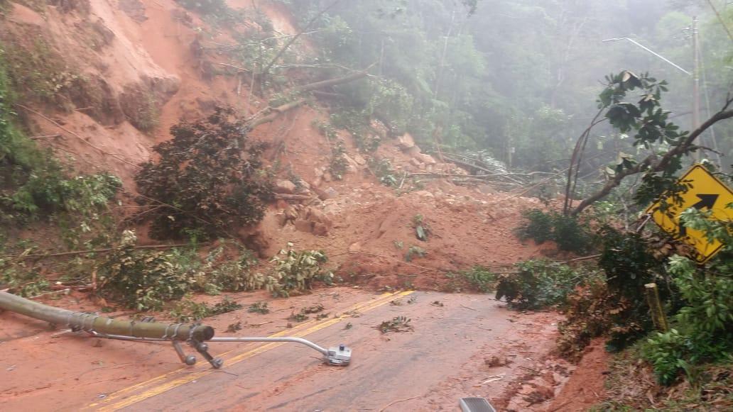 Trecho de Serra da Rodovia dos Tamoios permanece interditado na manhã desta sexta-feira (09)