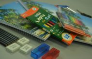 Rede Municipal de Ensino de Caraguatatuba distribui kit de material escolar e camisetas na volta às aulas