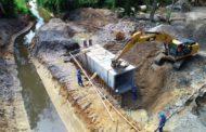 Obras de drenagem no Perequê-Mirim avançam