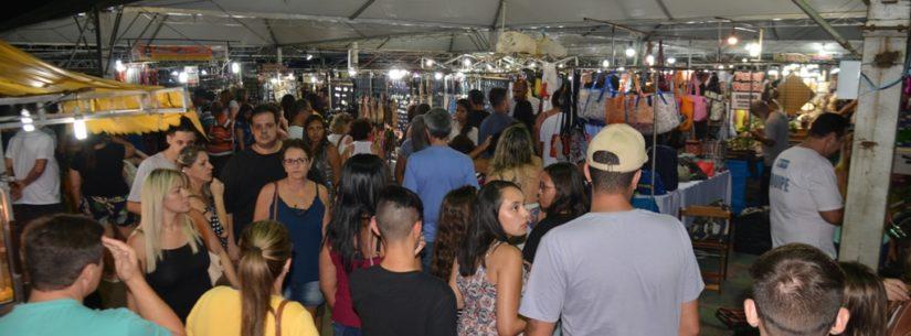 Feira Municipal de Artes e Artesanato faz sucesso com público em novo espaço