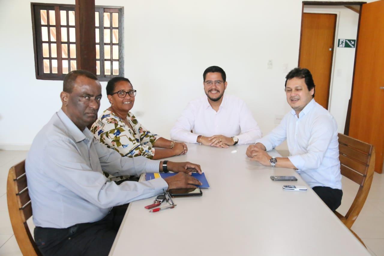 Gracinha participa de reunião de trabalho com prefeitos para resolver questão do lixo de todo LN