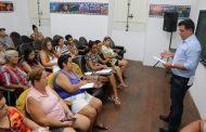 Prefeito e artesãos conversam sobre otimização de espaço na Rua da Praia